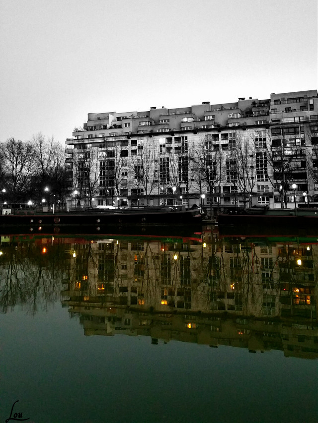 To see more of Paris click here -> #parisbyLou  #laseine #paris #reflection #photography  #mirror